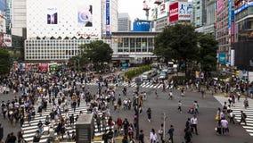 Japonia, Tokio, Shibuya skrzyżowanie, ważna reklama i centrum biznesu, ja mieści dwa ruchliwie stacji kolejowej w świacie obraz royalty free