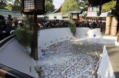 Japonés en la capilla magnífica de Sumiyoshi-Taisya Foto de archivo libre de regalías