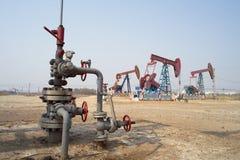 Jaque da trava e da bomba do petróleo imagem de stock royalty free