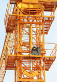 Jaques hidráulicos da opinião dianteira de guindaste de torre Foto de Stock Royalty Free