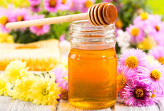 Jar av honung arkivbild