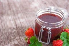 Jar av jordgubbedriftstopp Arkivbild
