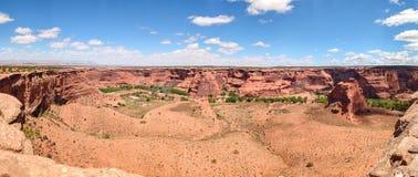 Jar De Chelly, Krajowy zabytek, Arizona, usa Panoramiczny widok, niebieskiego nieba tło obraz royalty free