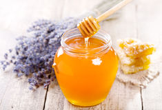 Jar of honey with honeycomb and lavander flowers Stock Photography