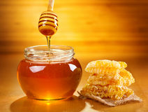 Jar of honey with honeycomb Royalty Free Stock Photography