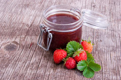 Jar of strawberry jam Royalty Free Stock Images