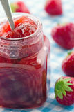 Jar of strawberry jam Royalty Free Stock Images