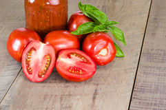Jar of tomato sauce with tomatoes and basil Royalty Free Stock Images