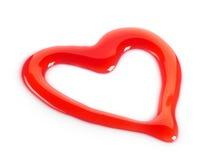 Jarabe de fresa rojo en forma de corazón Imagenes de archivo