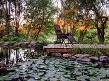 Jardín ajardinado residencial Fotos de archivo libres de regalías