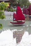 Jardín - chino con los barcos Imágenes de archivo libres de regalías