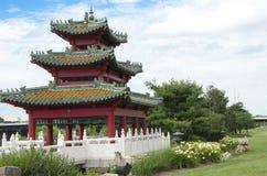 Jardín chino Des Moines Iowa de la orilla del río de la pagoda Fotografía de archivo