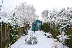 Jardín cubierto con nieve Imágenes de archivo libres de regalías