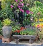 Jardín de flores adornado Imagenes de archivo