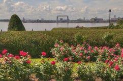 Jardín de flores del ` s de Duluth en verano Foto de archivo