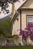 Jardín de la cabaña en resorte Foto de archivo libre de regalías