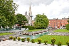 Jardín de la conmemoración, con Abbey Presbyterian Church en el fondo, Dublín, Irlanda Foto de archivo libre de regalías
