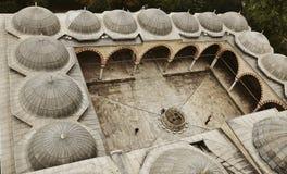 Jardín de la mezquita de Edirne Selimiye en Turquía La mezquita fue encargada por Sultan Selim II, y construida por el arquitecto fotografía de archivo libre de regalías