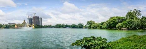 Jardín de madera natural de Kandawgyi, Rangún, Myanmar fotos de archivo