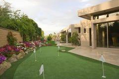 Jardín de Mini Golf Course In House Fotos de archivo