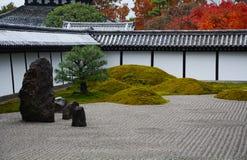 Jardín de piedra en Kyoto Japón Imagenes de archivo