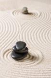 Jardín de piedras japonés con los guijarros Fotografía de archivo