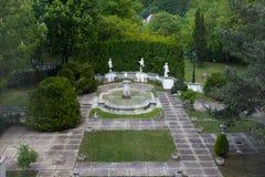 Jardín del casino de Sinaia - Rumania fotos de archivo