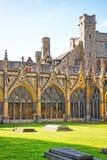 Jardín del claustro de la catedral de Cantorbery en Cantorbery en Kent Fotos de archivo