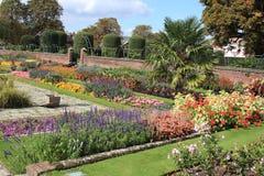 Jardín del palacio de Kensington en Londres Fotografía de archivo