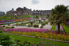 Jardín del palacio de Kensington, Londres foto de archivo