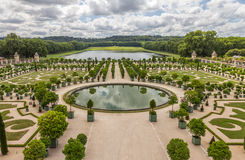 Jardín del palacio de Versalles en París - Francia Imagen de archivo libre de regalías