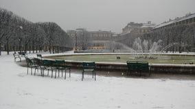 Jardín del Palais-Royal cubierto con nieve Imagen de archivo