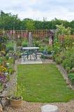Jardín del patio trasero en Inglaterra Fotografía de archivo libre de regalías
