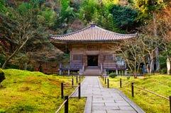 Jardín del zen en un día asoleado imágenes de archivo libres de regalías