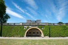 Jardín delante del palacio del naranjal fotografía de archivo libre de regalías