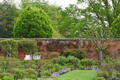 Jardín emparedado en la abadía de Mottisfont, Hampshire, Inglaterra Imagen de archivo libre de regalías