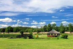Jardín en el paisaje del verano. Imágenes de archivo libres de regalías