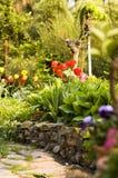 Jardín en resorte fotos de archivo