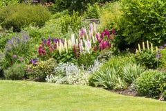 Jardín formal del país inglés Fotos de archivo libres de regalías