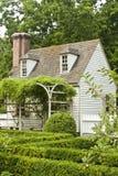 Jardín formal en Williamsburg colonial fotos de archivo