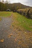 Jardín, granero, granja pionera de Oconaluftee imagenes de archivo