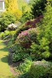 Jardín hermoso de la primavera en Escocia Foto de archivo libre de regalías