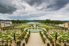 Jardín hermoso en un palacio famoso Versalles, Francia Imágenes de archivo libres de regalías