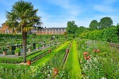 Jard n del palacio de kensington londres foto de archivo for Jardines de kensington