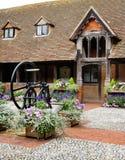 Jardín inglés medieval del patio Fotografía de archivo libre de regalías