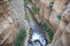 Jardín interior con la cascada Imagenes de archivo