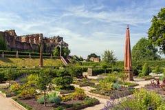 Jardín isabelino, castillo de Kenilworth, Warwickshire Fotografía de archivo