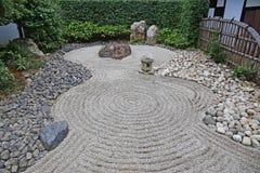 jardn japons del zen imagenes de archivo