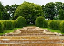 Jardín magnífico de Alnwick de la cascada Imagen de archivo libre de regalías