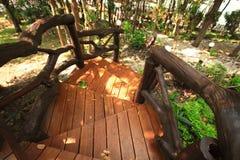 Jardín marrón de madera de la escalera al aire libre Fotografía de archivo libre de regalías